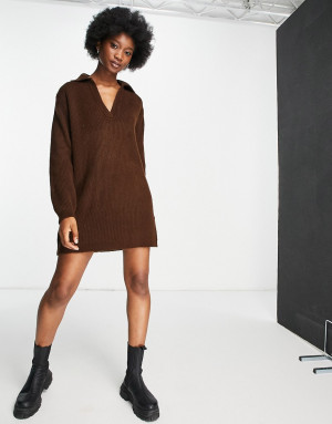 Коричневое трикотажное платье своротником Topshop-Коричневый цвет